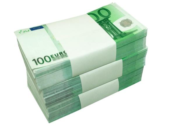 100 Euro pile